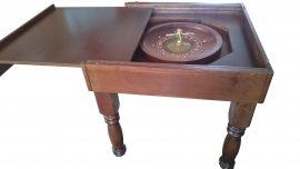 Ruletovo-kartový stolík
